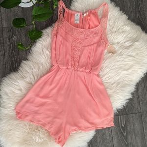 SAGE & TAYLOR -  NWT Sleeveless Lace Romper